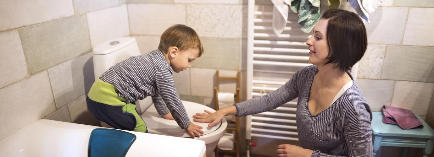 Vom Töpfchen zur Toilette: Sieben wichtige Tipps für das Toilettentraining bei Kindern